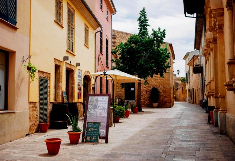 Alcudia is the largest area of tourism in Mallorca, particularly popular with families, couples and younger tourists especially in peak summer months