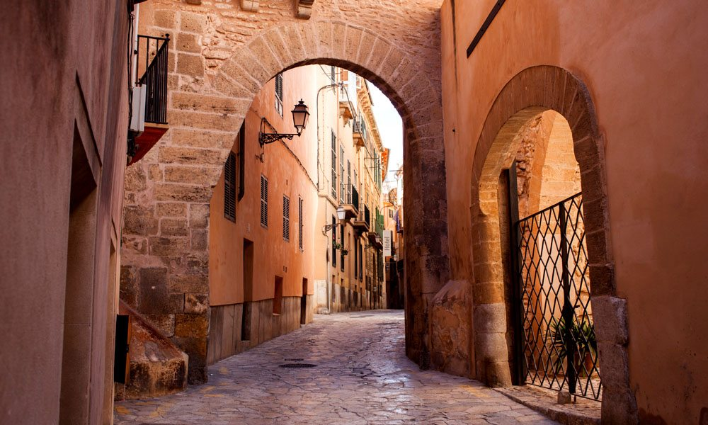 Located in the very heart of the Bay of Palma, Puerto Portals is just 10 km far from Palma's centre